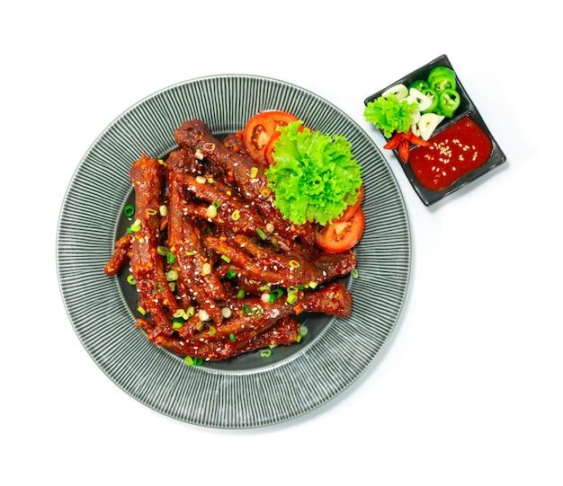 매콤한 닭발 달콤함 뜨겁고 맛있는 요리 닭발 한식 스타일 칠리, 마늘, 고추장 소스 topview