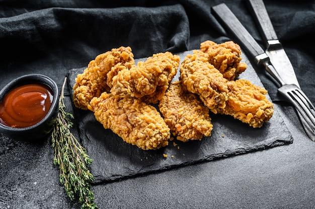 매콤한 닭 날개 튀김