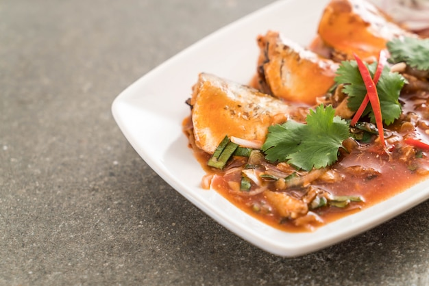 Spicy mackerel salad