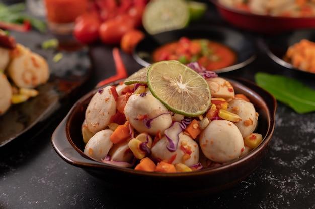 Spicy meatball salad with chili, lemon, garlic and tomato.