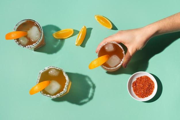 Композиция из острого напитка мичелада
