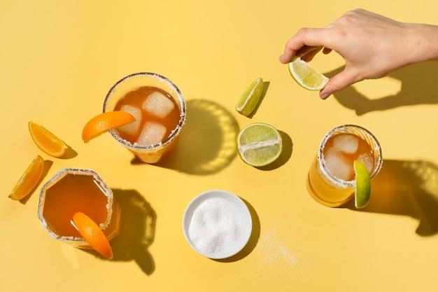 매운 미켈라다 음료 배열