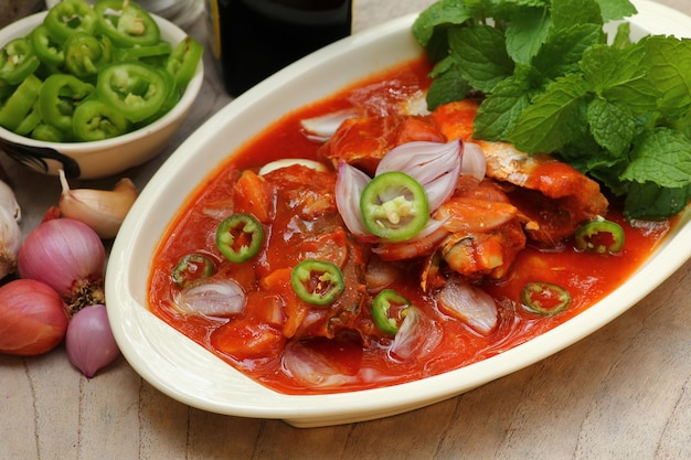 토마토 소스 통조림 생선, 얌 타이 음식 스타일의 매운 정어리