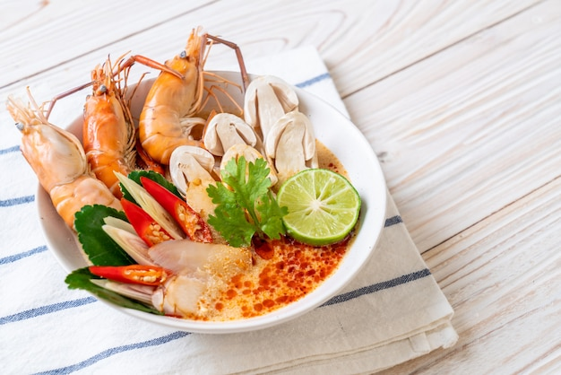 Spicy shrimps soup (tom yum goong)