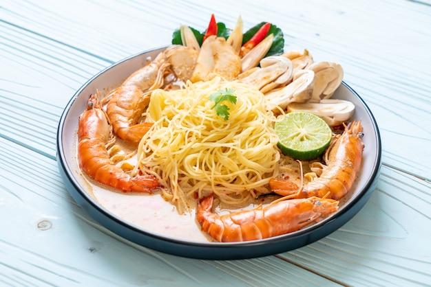 Spicy shrimps spaghetti pasta (tom yum goong)