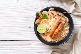 Spicy shrimps udon ramen noodle (Tom Yum Goong)