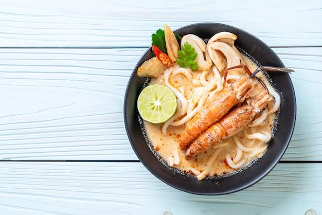 Spicy shrimps udon ramen noodle (tom yum goong)