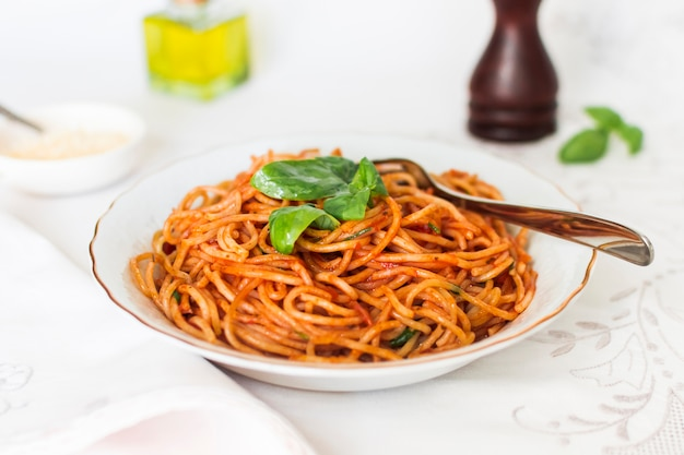 Spicy spaghetti with basil and tomato sauce