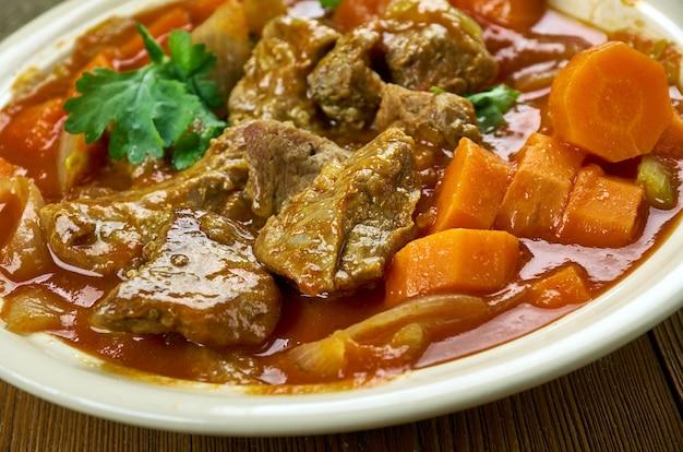 Острый валлийский ягненок - тушеное мясо с овощами
