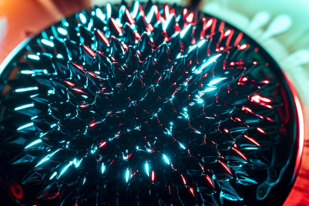 Spiky rounded form of ferromagnetic metal