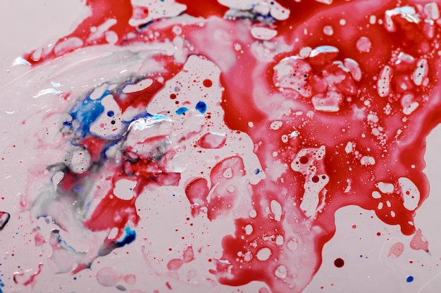 유출 된 감염성 코로나 바이러스 혈액 얼룩