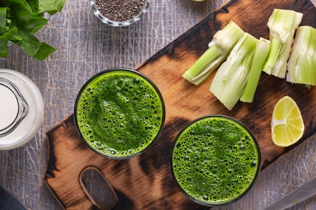 Spinach and celery smoothies with yogurt