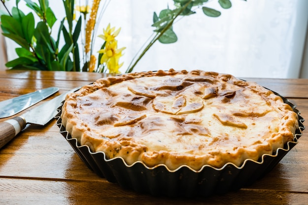 Spinach pie with egg or spinach quiche lorraine. salty tart with vegetables, spinach and egg. home food, healthy and natural concept.
