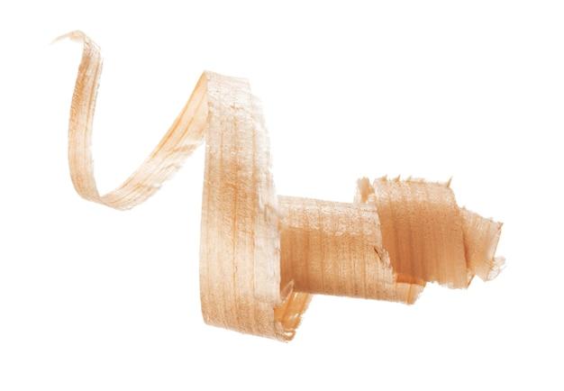 Спиральная деревянная стружка, изолированная на белом