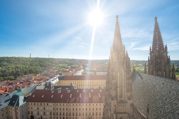 성 비투스 대성당과 프라하 도시의 첨탑. 체코 공화국