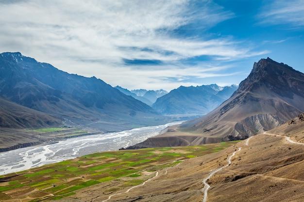 Долина спити и река в гималаях
