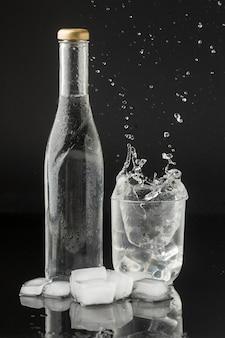 ガラスの水のしぶき
