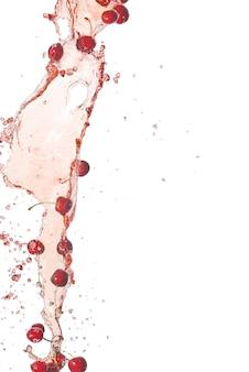 Брызги сока и вишни на белом фоне изолированные брызги воды с вишней