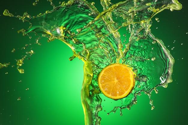 Брызги сока из апельсинов, лимонов на зеленом фоне.
