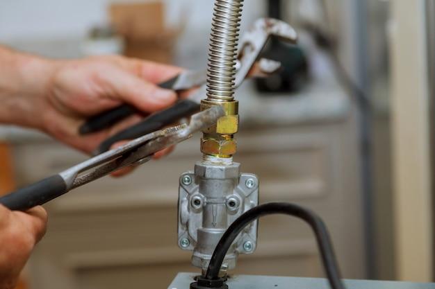 Столешница для газопровода split gas line к газовой плите рядом с плитой