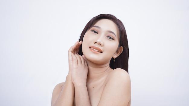 버릇 세련 된 아시아 아름다움 흰색 배경에 고립