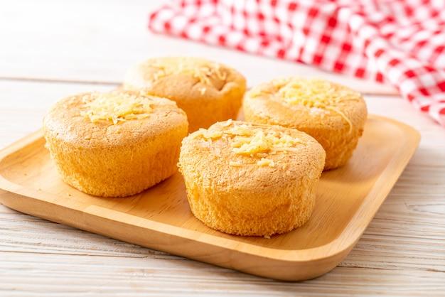 チーズとスポンジのカップケーキ