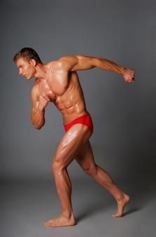 若い男のスポーツと健康体。白で隔離されます。