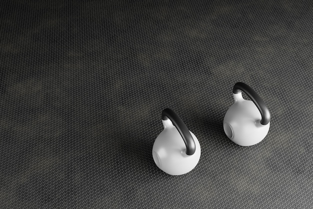 コピースペースとスポーツの背景。灰色のダンベル、黒いケトルベル、トレーニンググローブの上面図