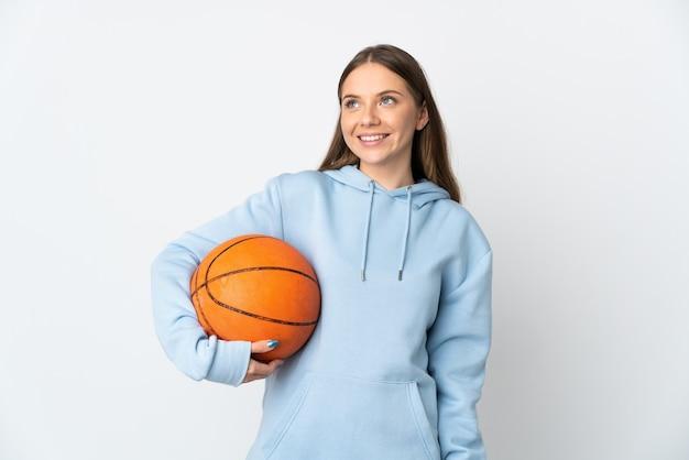 Спортивная девушка на изолированном фоне
