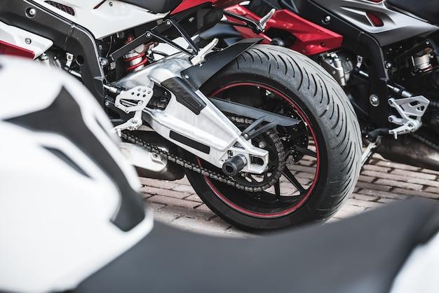 연속으로 스포츠 오토바이