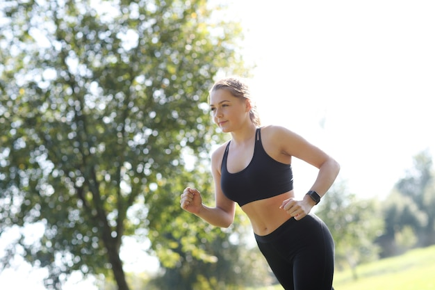 スポーツアウトドア、女の子のジョギング、女の子のジョギング