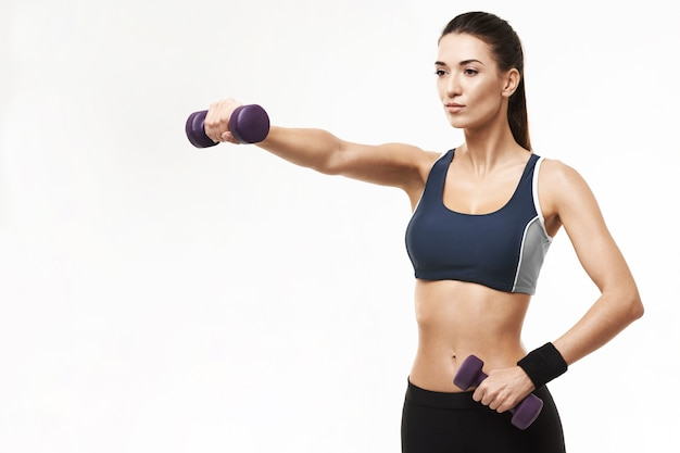 화이트 아령 운동복 훈련 팔에 낚시를 좋아하는 여자.