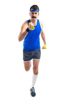 重量挙げで走るスポーツマン