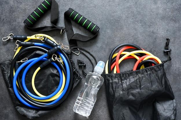 Спортивные аксессуары - эспандер с карабином и водой