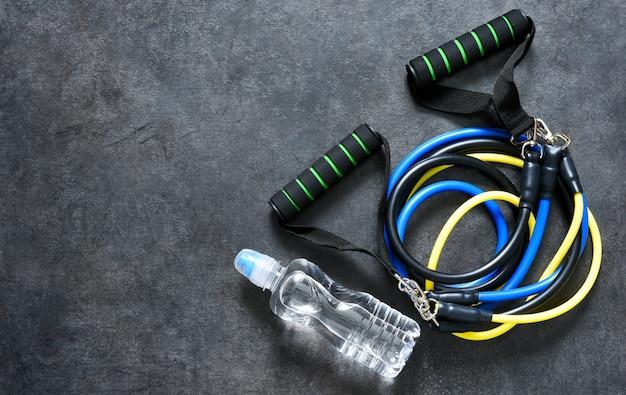 Спортивные аксессуары - эспандер с карабином. фитнес.