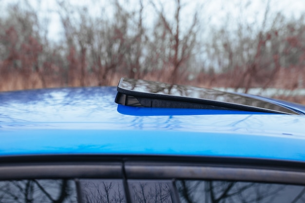 スポーツカーのフロントガラス。中古車のコンセプト