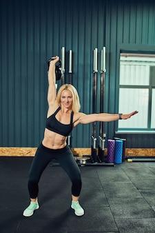 スポーツコンセプトの脂肪燃焼と健康的なライフスタイル。