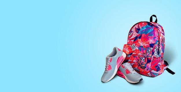 Спортивное оборудование. кроссовки и рюкзак.