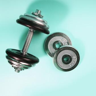 Спортивное оборудование. гиря для силовых тренировок, спортивный инвентарь, накрытие гантелей