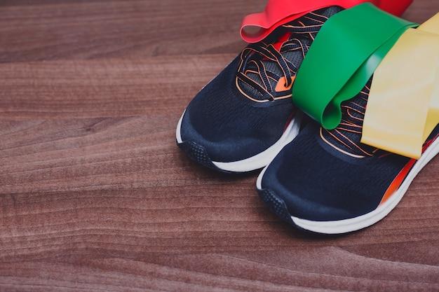 Спортивные кроссовки и резинки