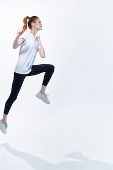 スポーツ女性カバートレーニングフィットネスエネルギー