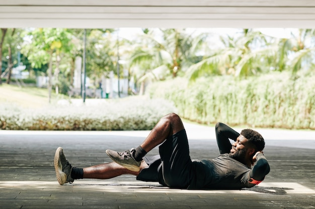 Sportsman doing bicycle crunches
