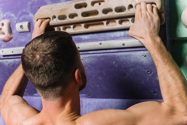登山壁のスポーツマントレーニング