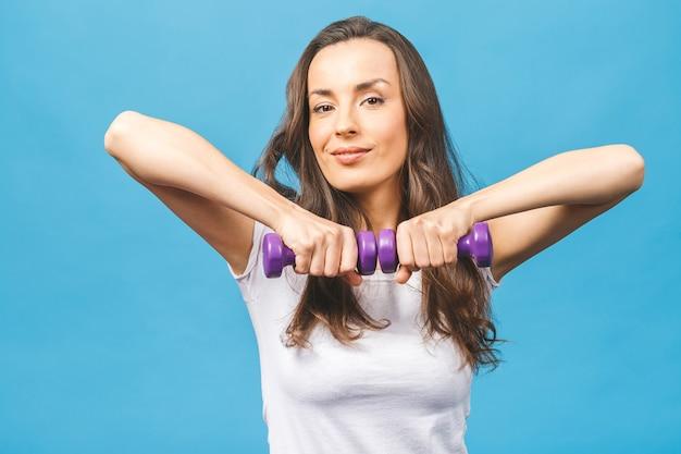運動をしているスポーティな女性