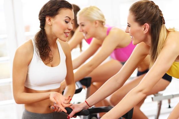 Спортивная женская группа по спиннингу