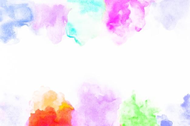 白い紙の上の染料の斑点