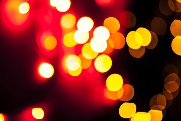 Пятна красного и желтого огней