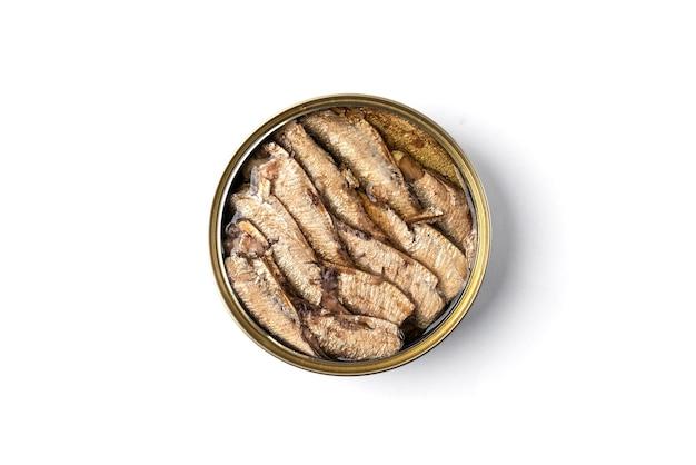 白い背景の上のブリキ缶のスプラット