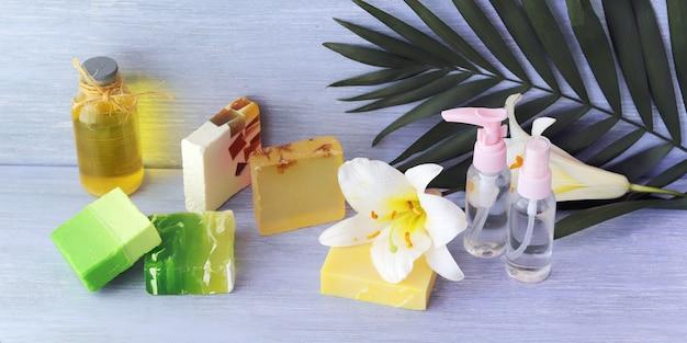 Спрей, полезные настойки, натуральное мыло и весенний цветок