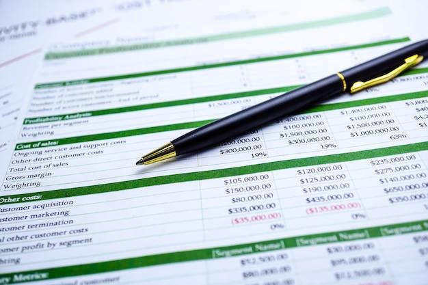 스프레드 시트 표 용지 재무 개발, 계정, 통계 투자 분석.